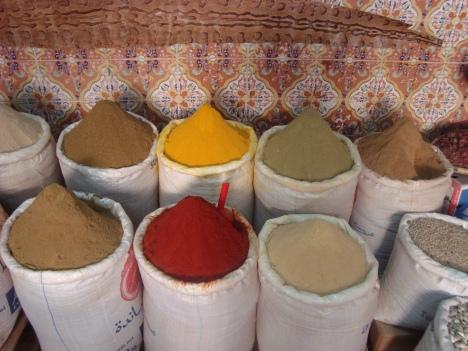 Puesto de venta de especias en el Mercado del Mellah